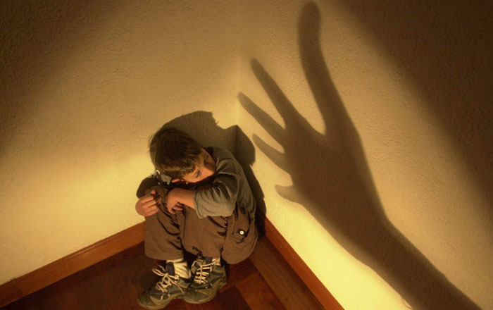me gustaria centrarme en las fotos dedicadas al maltrato infantil